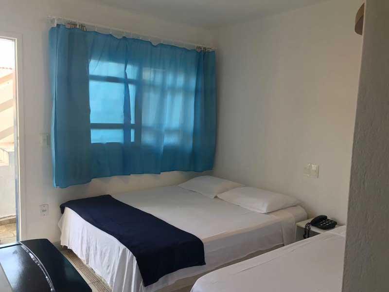 Quarto com cama de casal ou 2 camas de solteiro - Pousada América do Sol
